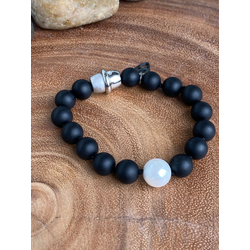 Onyx with Shell Pearl Bracelet