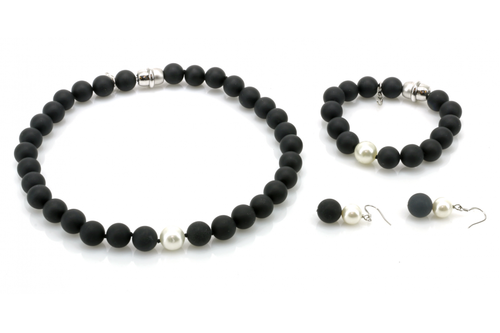 Onyx Stone with Pearl Necklace